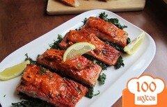 Фото рецепта: «Жареный лосось с сырно-томатным маслом и капустой кале»