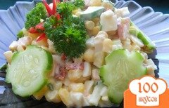 Фото рецепта: «Салат с колбасой и кукурузой»