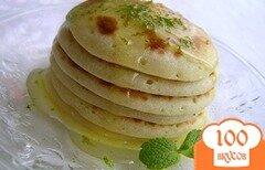 Фото рецепта: «Апельсиновые оладьи с лаймовым соусом»