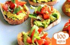 Фото рецепта: «Брускетта с помидорами и авокадо»