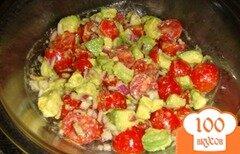 Фото рецепта: «Салат с помидорами и авокадо»