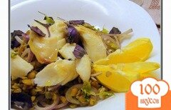 Фото рецепта: «Тёплый салат с чечевицей и печёной рыбой под горчично-лимонной заправкой.»