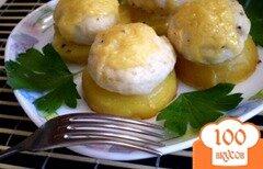 Фото рецепта: «Куриная котлетка под сыром на картофельной подушке»