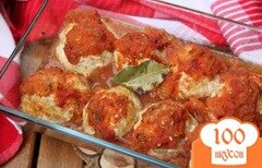 Фото рецепта: «Куриные тефтели с творогом и цуккини под томатным соусом»