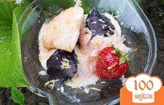 Фото рецепта: «Мороженное с клубникой и базиликом»