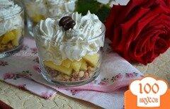 Фото рецепта: «Кусочки ананаса со взбитыми сливками»