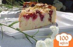 Фото рецепта: «Вишнево-творожный пирог с миндалем»
