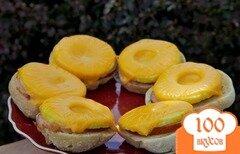 Фото рецепта: «Открытый сэндвич с ветчиной, сыром и ананасом»