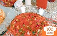 Фото рецепта: «Томатно-огуречный суп с чесночными гренками»