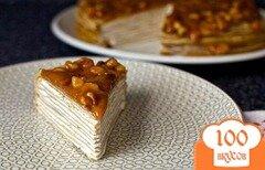 Фото рецепта: «Блинный торт с бананом и ореховой глазурью»