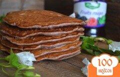 Фото рецепта: «Бисквитные оладьи с ягодным конфитюром и овсом»