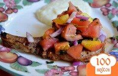 Фото рецепта: «Свиные отбивные с персиковой сальсой»