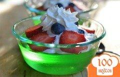 Фото рецепта: «Десерт с желе и ягодами»