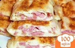 Фото рецепта: «Блинчики с колбасой и сыром»