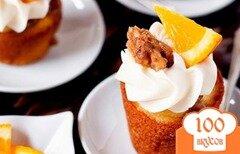 Фото рецепта: «Апельсиновые капкейки с грецкими орехами и сливочной глазурью»