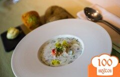 Фото рецепта: «Холодный огуречно-йогуртовый суп с крабом»