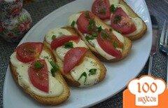 Фото рецепта: «Гренки с моцареллкой и помидорами»