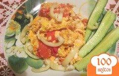 Фото рецепта: «Жареные яичка с помидорами»