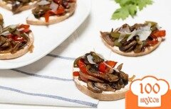 Фото рецепта: «Бутерброды с грибами и перцем»