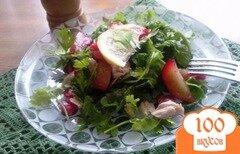 Фото рецепта: «Салат с куриной грудкой и сливами»
