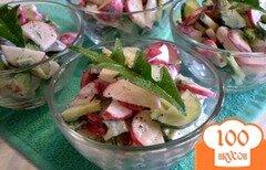 Фото рецепта: «Овощной салат с листьями одуванчика и сметаной»