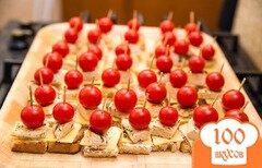 Фото рецепта: «Канапе с курицей, сыром и томатом»