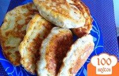Фото рецепта: «Сырные лепешки с колбасой»