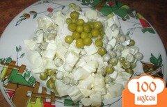 Фото рецепта: «Салат с кальмаром, картофелем и зеленым горошком»