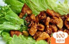 Фото рецепта: «Курица с кешью на листьях латука»