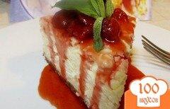 Фото рецепта: «Запеканка творожная с клубничным соусом»