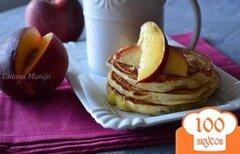 Фото рецепта: «Творожные оладьи с персиком»