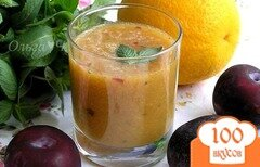 """Фото рецепта: «Фреш """"Апельсин-слива-мята""""»"""