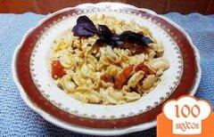Фото рецепта: «Паста с сыром сулугуни под базиликово-помидорным соусом»
