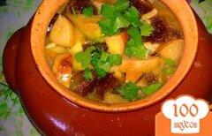 Фото рецепта: «Свинина в горшочке с яблоками и финиками»