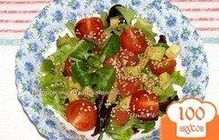 Фото рецепта: «Салат с авокадо, черри и грейпфрутом»