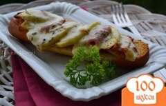 Фото рецепта: «Горячий бутерброд с ветчиной и яблоками»