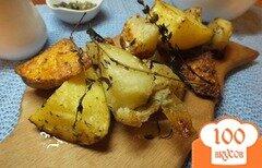 Фото рецепта: «Ломтика картофеля в кожуре со свежими травами и оливковым маслом»