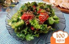 Фото рецепта: «Салат овощной с салатом латук и семенами льна»