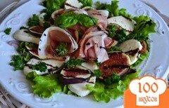 Фото рецепта: «Салат с инжиром, моцареллой и сухой ветчиной»