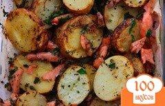 Фото рецепта: «Картошечка по-деревенски с красной рыбкой»