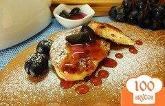 Фото рецепта: «Сырники с виноградным соусом»