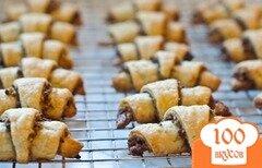 Фото рецепта: «Рогалики с орешками и изюмом»