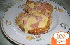 Фото рецепта: «Гренки с сосисками и сыром»