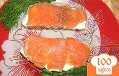 Фото рецепта: «Бутерброды с малосольной красной рыбой по-домашнему»