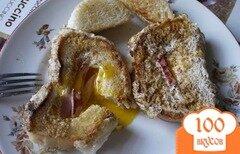 Фото рецепта: «Яичница в хлебе с колбасой и сыром»