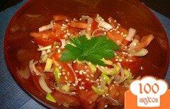 Фото рецепта: «Салат из помидор с лук-пореем»