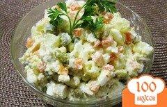 """Фото рецепта: «Салат """"Оливье"""" с курицей»"""