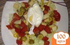 Фото рецепта: «Салат с тунцом и яйцом пашот»