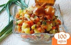 """Фото рецепта: «Овощной салат с маринованными опятами """"Дарья""""»"""