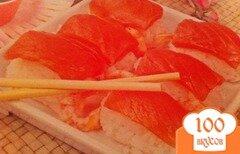 Фото рецепта: «Суши домашние из семги и креветок.»